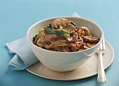 Noodles with saté mushrooms and beef