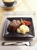 Fillet steak with Jerusalem artichoke puree