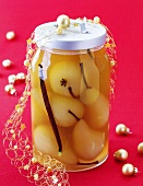 Pears in white wine and vanilla to give as a Christmas gift