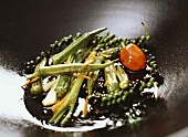 Okra with green pepper in wok