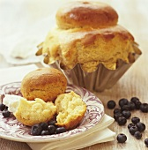 Brioche with ricotta and blueberries