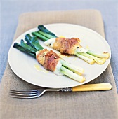 Spring onions with mozzarella wrapped in bacon