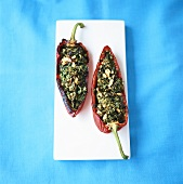 Pepper stuffed with kale and pine nuts