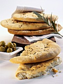 Focacce con le olive verdi (flatbread and green olives)