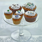 Cup-cakes with icing and dragées