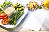 Vegetable platter with tuna sauce and croutons