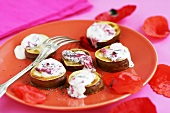 Baked sweet potatoes with quark and poppy seeds