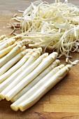 Peeled white asparagus and asparagus peelings
