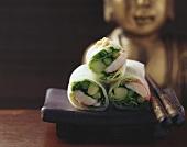 Reispapierröllchen mit Rosenberggarnelen und Thaispargel