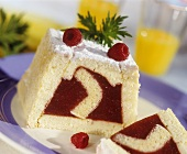 Sponge cake with fruit filling