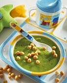 Creamy pea soup with soup pearls