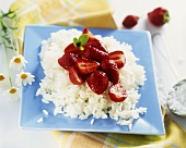 Boiled rice with strawberries