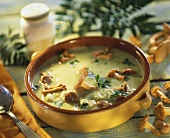 Courgette cream soup with chanterelles