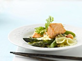 Salad of farfalle, green asparagus and salmon