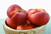 Flat nectarines in a bowl
