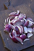 Making onion sauce