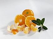Clementinen; ganz, halb und in Stücken
