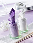 Napkin folding design: 'Chimney'