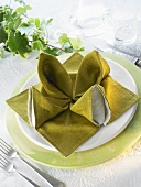 Napkin folding design: 'Water lily'