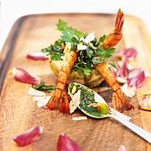 Stuffed artichoke bottoms with parsley salad and prawns
