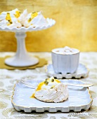 Mini-Pavlova with passion fruit
