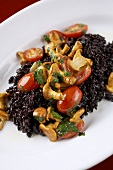 Black rice risotto with chanterelles and tomatoes