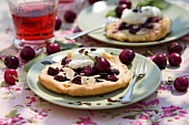 Yeasted cherry pastries with cream