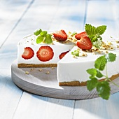 Cream cheese cake with strawberries, sliced