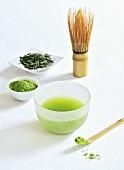 Green tea (powder, tea leaves, tea brush)