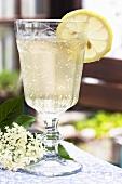 Elderflower champagne with lemons