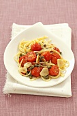 Spaghetti with cherry tomatoes, garlic and capers