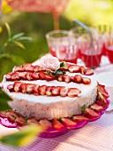 Strawberry cake with white chocolate