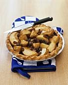 Ganzer Apple-Pie mit Rosinen