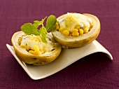 Baked potato filled with sweetcorn and yoghurt (India)