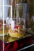Birnen-Cassis-Clafouti im Glas