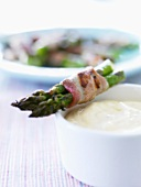 Bacon-wrapped roasted asparagus with dip