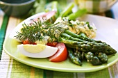 Steamed green asparagus with egg sauce