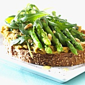 Green asparagus, rocket, pine nuts & hummus on sesame bread