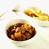 Meatballs in tomato and celery sauce, chips