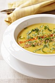 Parsnip soup with curry powder and coriander