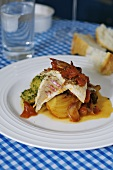 Red mullet on fennel in wine sauce with potatoes