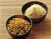 Fenugreek, whole and ground, in small bowls on bamboo mat