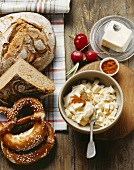 Hearty snack: bread, pretzels, butter, obatzda & radishes