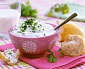 Herb quark in a bowl with baguette