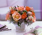 Blumemstrauss aus Rosen, Limonium und Pittosporum