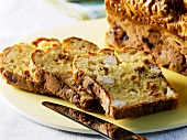 Savoury loaf with chicken breast, raisins & fresh goat's cheese
