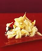 Bacalao mit Knoblauch und Chilischote geschmort
