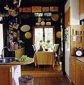Küche und Esstisch in Schweden