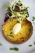 Individual goat's cheese quiche with salad leaves