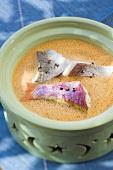 Fischsuppe mit Meerbrasse, Dorade und Rotbarbe (Marokko)